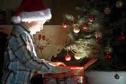 Wie hoch der Rabatt für das Geschenk war, spielt den Kindern schliesslich keine Rolle; Hauptsache, es stand ganz oben auf der Wunschliste. (Bild: Getty)