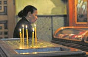 Eine koptische Christin beim Gebet. (Bild: Katharina Eglau)