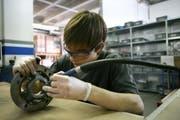 Mehr als zwei Drittel der Schulabgänger absolvieren eine berufliche Grundbildung. (Bild: Archiv Neue LZ)