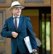 Prominenter Whistleblower: Ex-Julius-Bär-Manager Rudolf Elmer; hier vor dem Obergericht in Zürich. (Bild: Walter Bieri/Keystone (23. August 2016))