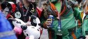 Fasnacht und Alkohol gehören für viele zusammen. (Bild: Werner Schelbert (Zug, 8. Februar 2018))