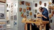 Die Maskenschnitzer-Tradition wird in der Galli-Zunft hochgehalten (Bild: PD)