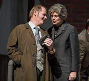 Beat Erni (links) spielt im Stück «Der Geisterzug» den Reisenden Teddie Cartouche. (Bild: Manuela Jans-Koch (Triengen, 4. Januar 2018))