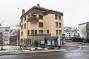 Das Gemeindehaus im Zentrum von Adligenswil ist zwar erst etwa 40 Jahre alt, soll aber abgerissen werden. (Bild: Roger Grütter (18. Februar 2018))