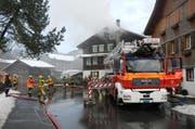 Die Feuerwehr Kerns und die Stützpunktfeuerwehr Sarnen im Einsatz. (Bild: Kantonspolizei Obwalden)