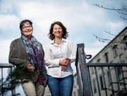 Brigitte Hug Schuler (links) und Christine Bischof leiten die Asylgruppe Hünenberg. (Bild: Stefan Kaiser (Cham, 5. April 2017))