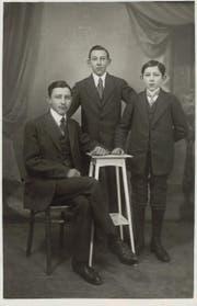 Xaver Jr., Seppi und Anton Vonarburg, dritte Inhaber-Generation des Familienunternehmens Vonarburg Luzern. (Bild um 1912) (Bild: zvg.)
