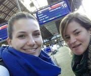 «Im Gegensatz zu Flugreisen sieht man mit der Bahn viel mehr von der Landschaft.» Laura Beck (links), mit Corinne Hess.