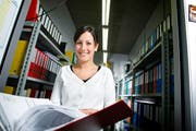Martina Jossen absolviert den praktischen Teil ihrer Ausbildung nur in Englisch. (Bild Stefan Kaiser/Neue ZZ)