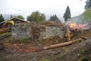 Es war kein Brand - es war eine widderrechtliche Abfallverbrennung. (Bild: Kantonspolizei Schwyz)