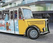 In Stans fahren die Kinder im Oldtimerbus ins Märliland. (Bild: PD)