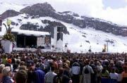 Mehr als 10'000 Fans beim Rod Stewart-Konzert 2000. (Bild: KEYSTONE/Arno Balzarini)