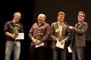 Von links: Steve Gisler, Geni Wipfli, Bruno Risi und Moderator Michael Zezzi hatten Grund zur Freude. (Bild Daniel Regli/Neue UZ)