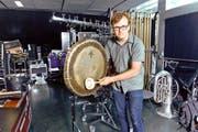 Backstage im KKL: der amerikanische Perkussionist Ross Karre (30) mit seinen Schlaginstrumenten. (Bild Dominik Wunderli)