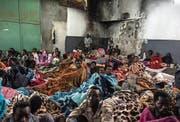 Afrikanische Flüchtlinge in einem Flüchtlingszentrum ausserhalb der libyschen Hauptstadt Tripolis. (Bild: Taha Jawashi/AFP (27. November 2017))