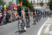 In diesem Jahr fahren die Radprofis nicht durch die Stadt Luzern. Im Bild 2012 bei der St. Karlibrücke. (Bild: Dominik Wunderli / Neue LZ)