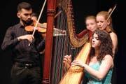 Joanna Thalmann überzeugt mit ihrem virtuosen Harfenspiel. (Bild: Philipp Schmidli)