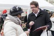 Sammelt Unterschriften auf der Strasse: SVP-Präsident Albert Rösti. (Bild: Anthony Anex / Keystone)