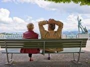 Die Renten aus AHV und Pensionskasse seien künftig für viele zu tief, beklagt der Gewerkschaftsbund (SGB). (Bild: KEYSTONE/GAETAN BALLY)