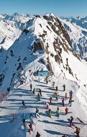 Skifahrer am Gemsstock ob Andermatt. (Bild: Martin Rütschi/Keystone (5. Januar 2011))