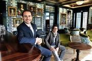 Kurz vor der Wiedereröffnung des Hotels Château Gütsch Anfang Mai: Direktor Gérard Olivier Kuhn (links) und der nach wie vor im Einsatz stehende Chefkoch Andreas Haseloh. (Bild Nadia Schärli)