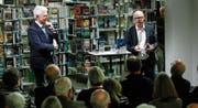 Werner van Gent (links) und Pascal Weber sprachen über ihre Erfahrungen im Nahen und im Mittleren Osten. (Bild: Stefan Kaiser (Zug, 4. Dezember 2017))