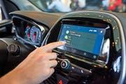 Moderne Autos, wie zum Beispiel dieses Modell von General Motors, bieten Hackern laut Experten noch zu viele Sicherheitslücken. (Bild: Getty)