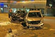 Beide Fahrzeuge erlitten Totalschaden. (Bild: Zuger Polizei)