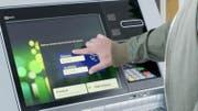 Eine Funktion bei den Bankomaten der neuen Generation ist der Geldbezug ohne Karte. (Bild: PD)