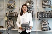 Duvan Hui (o. l.) präsentiert ihre Produkte (Bild: Isabelle Daniel (Hoppstädten-Weiersbach, 28. Juli 2017))
