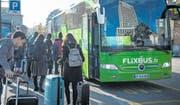 Ein Flixbus hält am Hauptbahnhof in St. Gallen. (Bild: Ralph Ribi (St. Gallen, 29. Oktober 2016))