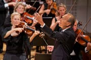 Claudio Abbado dirigiert am Eröffnungskonzert im KKL das Lucerne Festival Orchestra. (Bild: Georg Anderhub/Lucerne Festival)