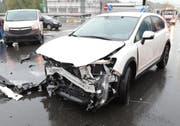 Das weisse Auto kollidierte mit einem anderen Auto in Buchrain. (Bild: Luzerner Polizei)