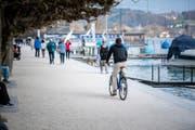 Bleibt weiterhin verboten: Velofahren am Quai in Luzern. (Bild: Roger Grütter / LZ)