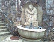 Der Bruder-Klausen-Brunnen wurde 1947 durch den Surseer Bildhauer Paul Edgar Amlehn geschaffen. (Bild: Léonard Wüst (Sursee, 30. Juni 2017))