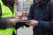 Zwei Unterschriftensammlungen in der Stadt Luzern waren erfolgreich, die Referenden sind zustandegekommen. (Bild: Keystone/Peter Klaunzer)