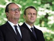 Präsident François Hollande (l.) mit seinem Nachfolger Emmanuel Macron diese Woche in Paris. (Bild: Eric Feferberg/EPA (10. Mai 2017))