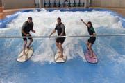 Die Surfwelle in Ebikon wird nach dem Vorbild München (Bild) gebaut. (Bild: PD / Felix Hager / Jochen Schweizer)