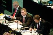Robert Küng, Marcel Schwerzmann und Reto Wyss (von links) am Dienstag im Luzerner Kantonsrat. (Bild Boris Bürgisser)