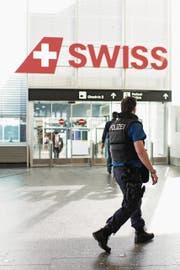 Über 500 Personen hat die Polizei am Flughafen Zürich die Einreise verweigert. (Bild: Ennio Leanza/Keystone)