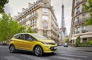 Der Opel Ampera-e gibt sich äusserlich als ganz normales Kompaktfahrzeug. Bild: Werk (Paris, Ende September)