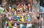 Der hochheilige Spielplatz eines Krippenbauers: Hier siehst Du nur einen kleinen Teil der über zweihundert Figuren. Es sind «Santons de Provence». (Bild: Urs Bucher)