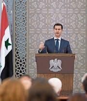 Baschar al-Assad bei seiner Rede vor dem Aussenministerium. (Bild: Sana/EPA (Damaskus, 20. August 2017))