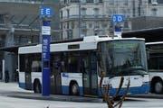 Ein Bus der VBL-Linie 10 am Bahnhof. (Bild PD)
