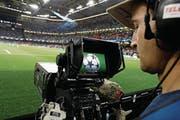 «Strategie einer kurzfristigen Einnahmenmaximierung»: Die Uefa Champions League verschwindet in der Schweiz aus dem öffentlich-rechtlichen Fernsehen. (Bild: Adrian Dennis/AFP (Cardiff, 3. Juni 2017))