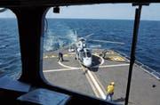 Französischer Panther-Helikopter im Golf von Aden an der Küste von Dschibuti. (Bild: Stephanie de Sakutin/AFP (8. Januar 2009))