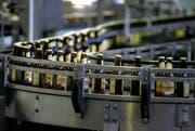 Eichhof-Bier wird in Zukunft in Chur abgefüllt. (Bild: Archiv/Neue LZ)