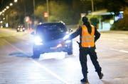 Eine Polizistin der Zuger Polizei bei der Arbeit. (Bild: Stefan Kaiser / ZZ)