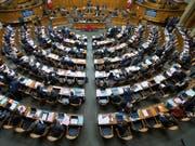 Die Mitglieder der eidgenössischen Räte sollen keine persönlichen Mitarbeiter erhalten. Das hat der Nationalrat entschieden. (Themenbild) (Bild: KEYSTONE/PETER KLAUNZER)