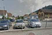 Vom Parkplatz zur Begegnungszone: Der Marktplatz in Entlebuch soll umgebaut werden. (Bild: Google Maps)